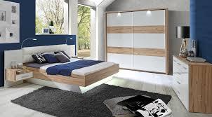 Podwójne łóżko drewniane – mebel na lata